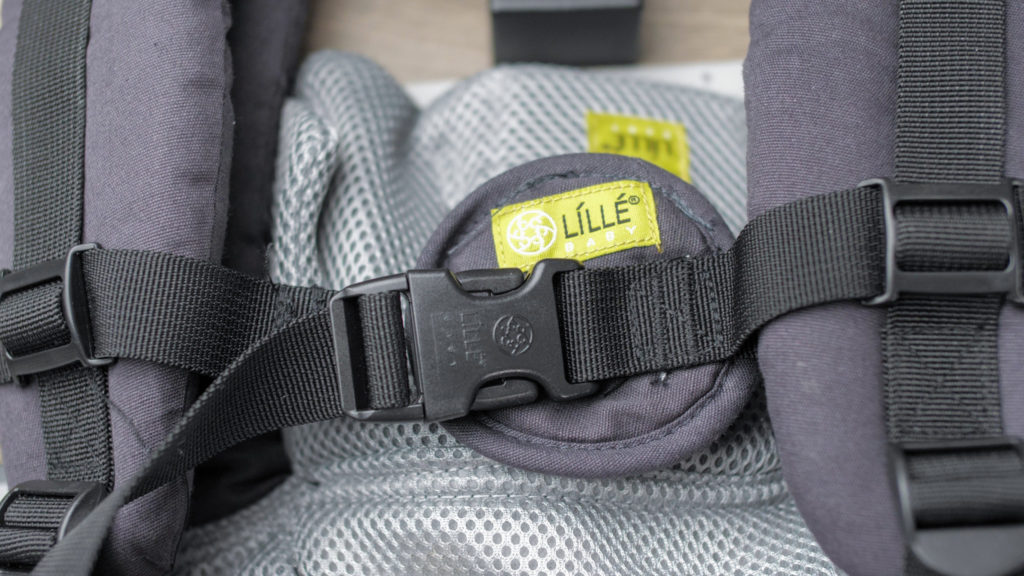 Detail of the Lillebaby All-Seasons shoulder and chest steps